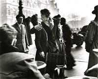 le baiser (the kiss), hotel de ville, paris, 1950<br /> printed: 1980s by robert doisneau